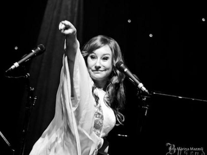 Tori Amos: nuovo singolo acquistabile via web in 'modalità sicura'