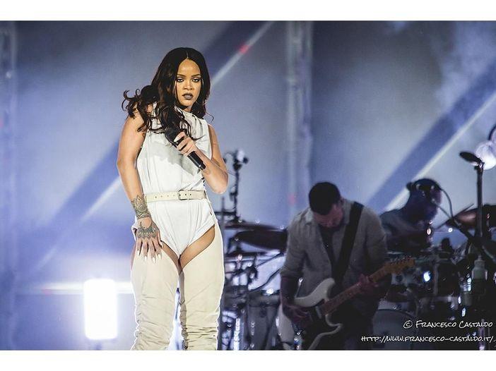 Rihanna:scatti e video hot per la collezione di intimo per San Valentino. Guarda