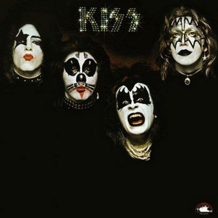 https://a6p8a2b3.stackpathcdn.com/wqV279F7OhI5AXyhWp56ZLwsr9w=/700x0/smart/https%3A%2F%2Fupload.wikimedia.org%2Fwikipedia%2Fen%2Fthumb%2Fa%2Fab%2FKiss_first_album_cover.jpg%2F440px-Kiss_first_album_cover.jpg