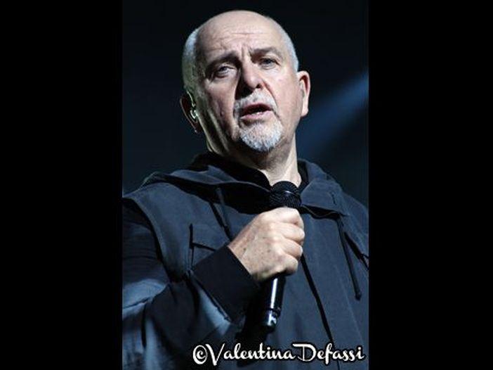 Sport: Peter Gabriel e David Rhodes distrutti da due italiani a ping pong