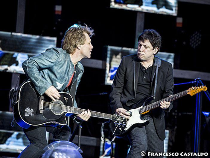 """Bon Jovi: svelate tracklist e copertina del nuovo album """"This House Is Not For Sale"""" - GUARDA"""
