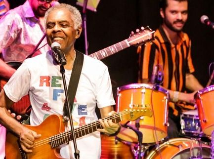 Gilberto Gil canta 'Nel blu dipinto di blu' per l'Italia. Video