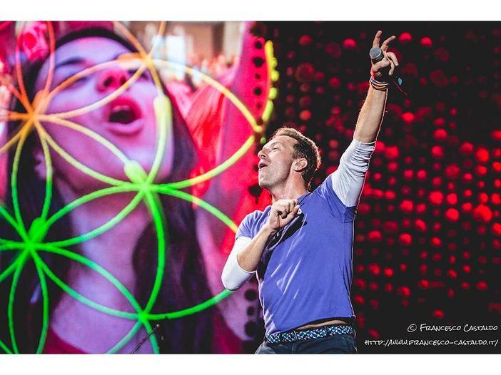 Il manager dei Coldplay chiama i fan a raccolta: cosa bolle in pentola?