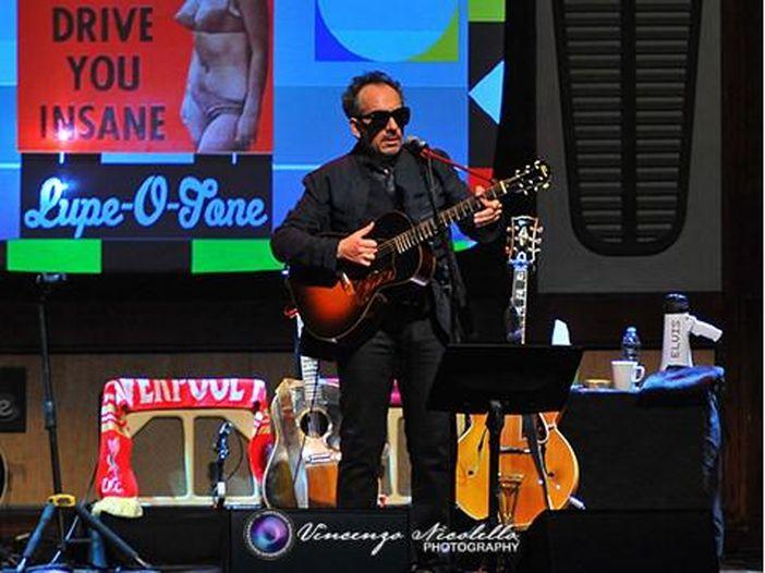 Elvis Costello remixa Johnny Cash. Ascolta