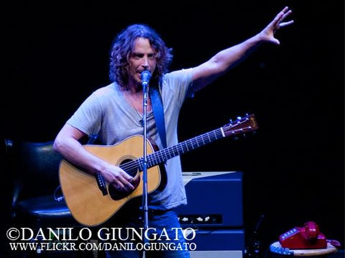 Chris Cornell omaggia Scott Weiland in concerto sulle note di 'Say hello 2 heaven' - ASCOLTA