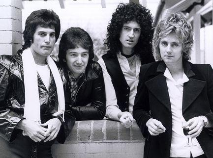 Accadde nel rock, oggi 12 luglio: Queen, Fleetwood Mac, Soul Asylum, Elvis Presley, Ares Tavolazzi
