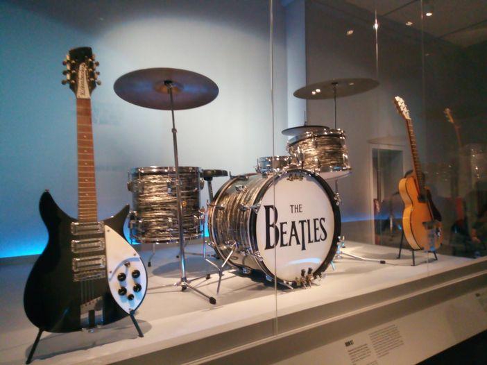 La grande mostra di strumenti del rock a New York. Reportage e foto