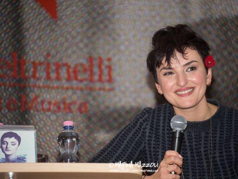 25 febbraio 2014 - LaFeltrinelli - Milano - Showcase di Arisa