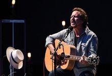 Eddie Vedder dedica 'Better man' a Kobe Bryant durante un live a Miami