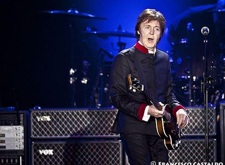 Paul McCartney e quel plettro sulla tomba di Elvis