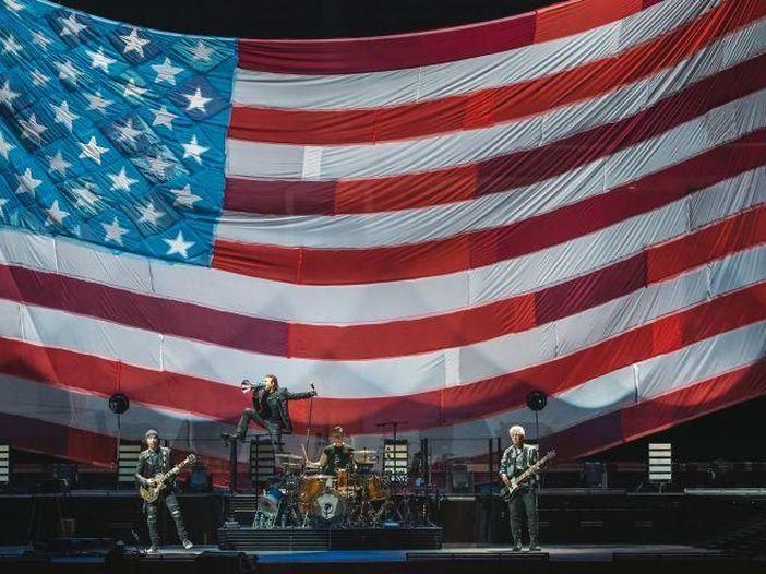 """U2: prima di iniziare il concerto omaggiano Chris Cornell con """"Black hole sun"""" - ASCOLTA"""