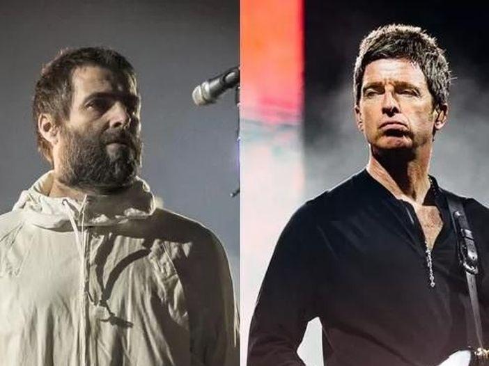 Oasis, Liam contro Noel: 'Senza di me starebbe ancora stirando mutande'