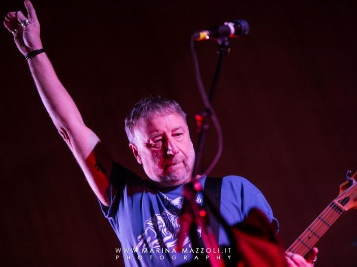 Peter Hook suona i classici dei Joy Division con un'orchestra - VIDEO