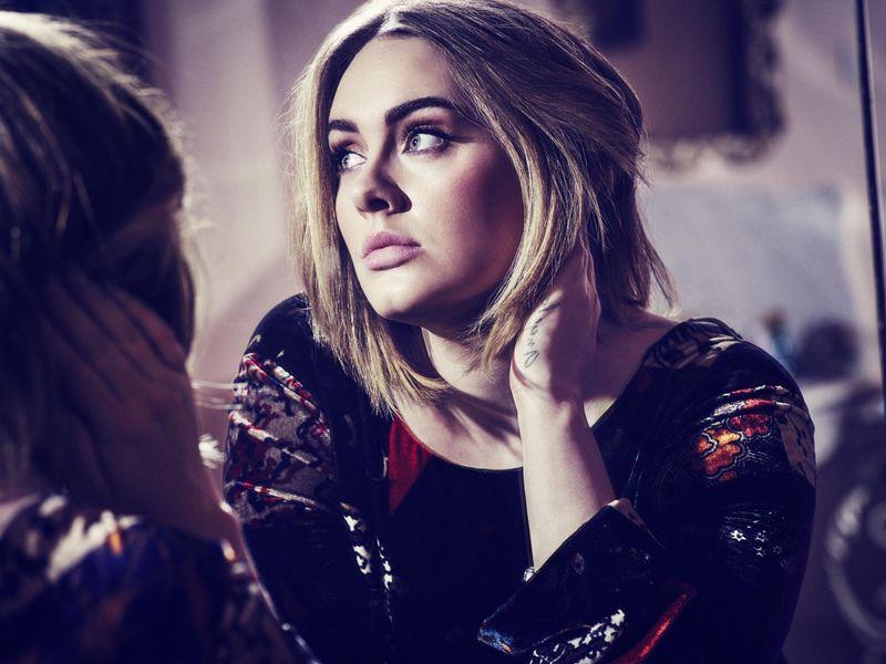 Adele: è morto suo padre Mark Evans (che lei non aveva mai perdonato)