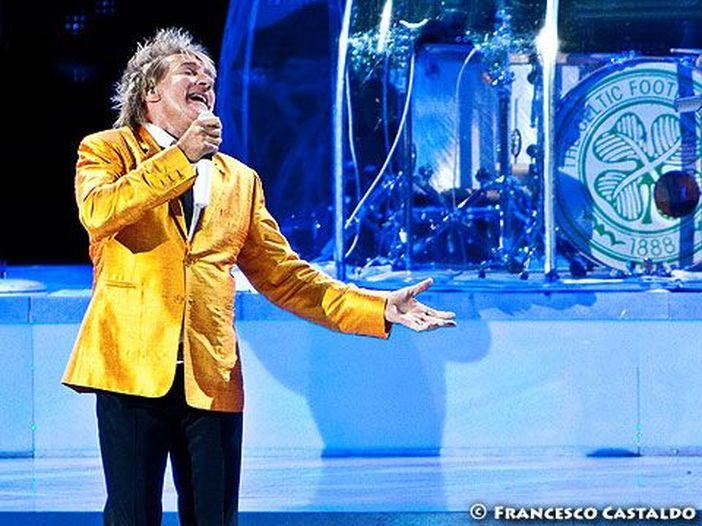 "Rod Stewart e A$AP Rocky cantano ""Everyday"" nell'auto di James Corden - VIDEO"